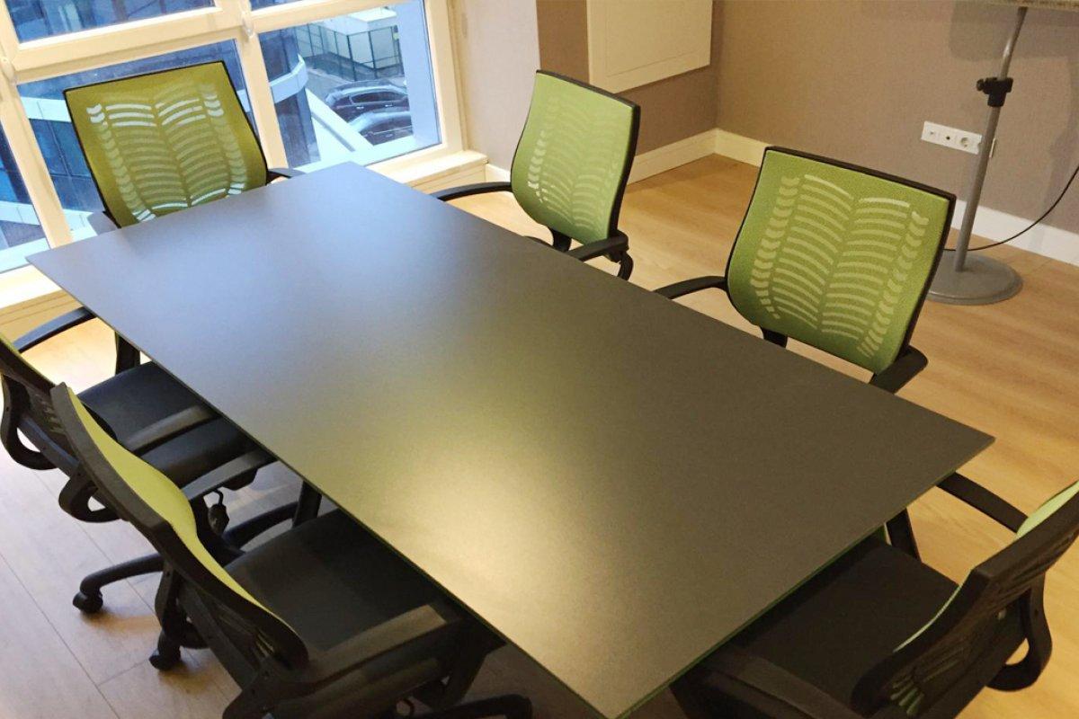 medikal poje yeşil toplantı masası ve sandalyeleri